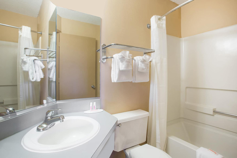 Super 8 myrtle beach hotel in market common near airport myr - Bathroom vanities myrtle beach sc ...